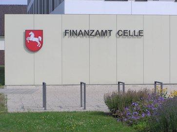 Eingangstafel mit niedersächsischem Wappen des Finanzamt Celle